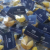 Синий ярлык брендированного печенья