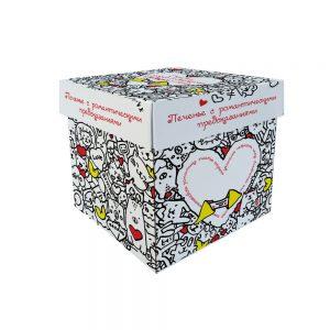 Коробка белая с нарисованными котиками и сердечками